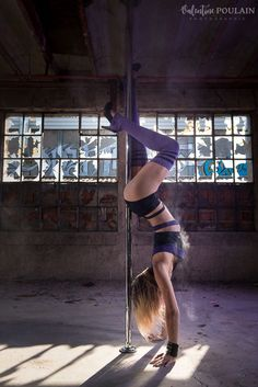 Pole Dance Moves, Dance Poses, Pole Dancing, Figure Pole Dance, Pole Dance Wear, Dance Art, Handstand, Pole For Home, Pole Dance Fitness