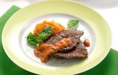Ένα ιδιαίτερο κοκκινιστό με υψηλή γευστική αξία, που χάρη στην τεχνική που προτείνει η σεφ είναι πολύ ελαφρύ. Steak, Food, Essen, Yemek, Steaks, Meals