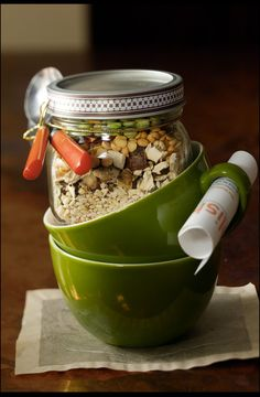 épinglé par ❃❀CM❁✿Layered in jars, this soup mix makes pretty (and tasty) gifts. Wild Mushroom, Bean and Barley Soup Mix. Mason Jar Meals, Mason Jar Gifts, Meals In A Jar, Gifts In Jars, Mason Jars, Gift Jars, Beans And Barley, Barley Soup, Agar