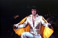 "Photo: July 3rd, 1973 - 8:30 pm Atlanta, GA.The last time Elvis would wear a cape on stage (regularly) would be during his 8:30 pm show on July 3, 1973 in Atlanta, GA at the Omni Coliseum? He was wearing the ""Egyptian"" suit with the ""Fire Suit"" belt and ""Yellow Cape"". However, during ""Can't Help Falling In Love"" on March 1st and 2nd, 1974 while performing in Tulsa, OK., a cape was brought out for Elvis to use. During both concerts, the cape was only used for the closer."