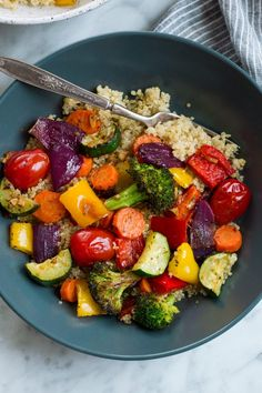 Roasted Vegetables With Bell Peppers Medium Carrots Zucchini Broccoli Red Onion Olive Oil Italian Seasoning Garlic Salt Freshly Ground Black Pepper Grape Tomatoes Fresh Lemon Juice Roasted Vegetable Recipes, Baked Chicken Recipes, Grilled Vegetables, Fresh Vegetables, How To Cook Vegetables, Best Roasted Vegetables, Cooking Vegetables, Healthy Vegetables, Vegetarian Recipes