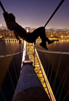 amazing pictures - Just chillin #chiling #cool #bridge #high #smile #amusing #pictures #touch #joke #funny #fun #best #most #awesome #humor #intresting - Funomenia