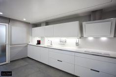 Spanish Villas, Kitchen Decor, Kitchen Design, Luxury Kitchens, Double Vanity, Home Interior Design, Sweet Home, Chill, Home Decor