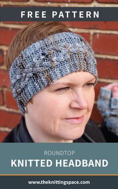 Looking for a fun accessory to spice up you daily autumn outfits? Try your hands on this stylish knitted headband. This easy knitting project is ideal for beginners.   Discover over 3,500 free knitting patterns at theknittingspace.com #knitpatternsfree #easyknittingpatterns #knittingforbeginners #handmadegifts #giftideas #DIY #fallknittingpatterns #fallknittingprojects #fallstyle #fallcrafts #fallaesthetic