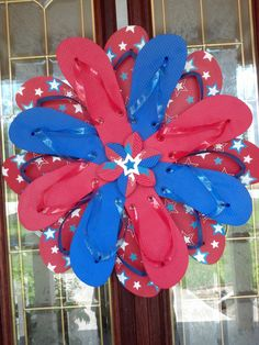 Patriotic USA Flip Flop Wreath -- Maybe I'll use this to make a fun summer wreath in lots of bright colors!!!
