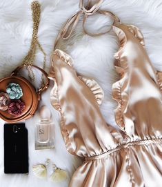 Style The Bump & 20 Week Pregnancy Update - CARLA XIII Blog