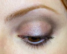 sombra marrom no concavo e pigmento na palpebra movel