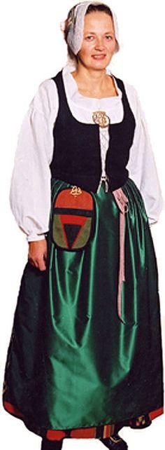 Etelä-Pohjanmaan naisen kansallispuku. South Ostrobothnia, Finland. Kuva © Etelä-Pohjanmaan museo. http://www.kansallispuvut.fi/puvut/etelapohjanmaa_npmalli.htm
