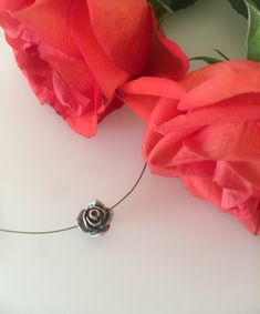 ❀Beautiful Rose Necklace❀ lenght: 6 inch / 16 cm rose diameter: inch / 1 cm Necklace comes in a small organza gift bag so it is ready for gift giving! Rose Jewelry, Delicate Jewelry, Rose Necklace, Organza Gift Bags, Silver Roses, Beautiful Roses, Xmas Gifts, Jewelry Gifts, Gifts For Her