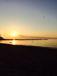 Amanecer en mi despacho, una playa de Ceuta
