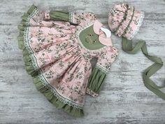 Prairie Dress Green and Pink Dress and Bonnet Floral Dress Baby Girl Frocks, Baby Girl Party Dresses, Little Girl Dresses, Girls Dresses Sewing, Sewing Doll Clothes, Doll Clothes Patterns, Baby Girl Dress Patterns, Baby Dress Design, Summer Frock Designs
