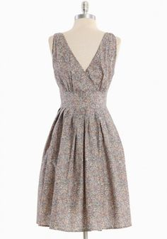Willoughby Hills Floral Dress In Gray