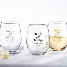 A cheers to the Mr. & Mrs.! This classic design can be personalized with your wedding details, and it matches almost any theme. | @myweddingfavors