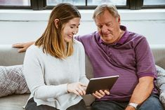 New technology course empowers older adults to thrive in the digital age Digital Signature, Certificates Online, Young Old, Aging Parents, Old Age, Ways To Save Money, Selling Online, Grandparents, Free Stock Photos