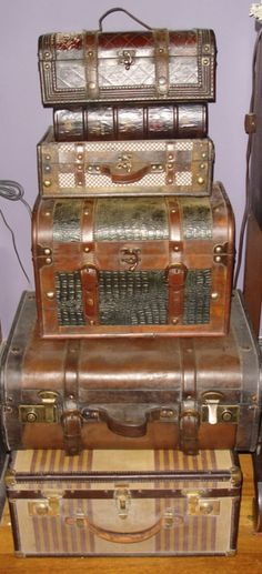 these old and wonderful suitcases just delight me...