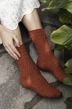 Lace Patterns, Stitch Patterns, Purl Stitch, Stockinette, Sock Yarn, Needles Sizes, Mittens, Swatch, Socks