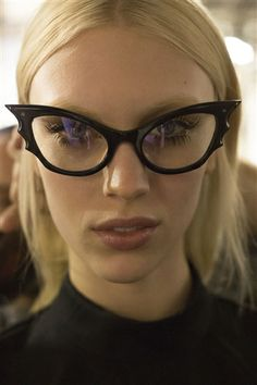 Backstage at Rochas F/W Paris Fashion Week. if i ever have to get glasses i want them to look like this. Valo Ville, Albert Jacquard, Lunette Style, Streetwear, Girls With Glasses, Nice Glasses, Glasses Frames, Cat Eye Glasses, Punk