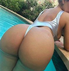 New Year, New Booty: 17 Sexy Butts to Bring in 2017!  http://urltracker.co/xa/4KCNn