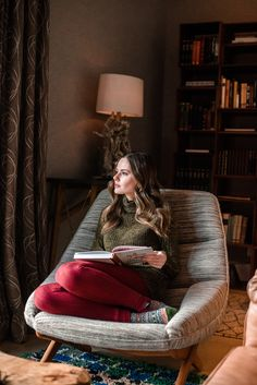 bedroom goals Joyce Lee, Madewell's Head of Design, sits down with our Editorial Director to share her career tips, life lessons and favorite Bedroom Reading Chair, Reading Nook, Meditation Room Decor, Meditation Space, Sofa Design, Interior Design, Zen, Hygge Home, Dream Decor