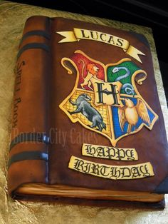 Harry Potter Spell Book Cake - Hand-painted and airbrushed. :) i wish I knew someone who did this.......