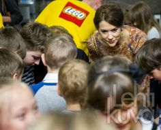 Prince Frederik and Princess Mary spent their second day in Poland. The program of the day for the princess health seminar and visit a hospital in the company of the First Lady, visit a center for autistic children, visit a festival for children, visits Danish stores installed in Poland opening of an exhibition at the Danish Embassy, seminar on energy and finally, reception at the Embassy of Denmark.