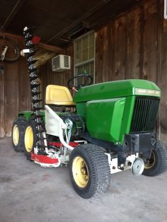 John Deere 317 tandem axle garden tractor with Haban Sickle Mower John Deere Garden Tractors, Lawn Tractors, Small Tractors, John Deere 400, Riding Lawn Mowers, Garden Equipment, Tandem, Raised Beds, Cars
