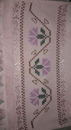 Cross Stitch Boarders, Cross Stitch Flowers, Cross Stitch Designs, Cross Stitching, Embroidery Needles, Cross Stitch Embroidery, Hand Embroidery, Hobbies And Crafts, Diy And Crafts