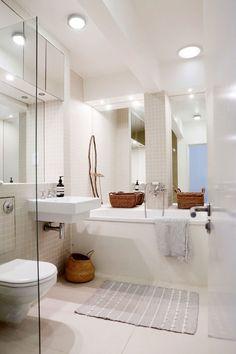 """Karoliinan ja Antin kolmikerroksisessa Lontoon-kodissa ihastuttavat rustiikkiset ja värikkäät huonekalut – """"Emme halua, että kotona on liian skandinaavinen tunnelma"""" - Deko Alcove, Bathtub, Bathroom, Deco, Standing Bath, Washroom, Bath Tub, Bathtubs, Bathrooms"""