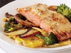 Salmon Broccoli Gratin - one pan, make ahead, freeze and cook from frozen. Healthy Menu, Healthy Eating, Healthy Recipes, Lemon Caper Chicken, Asparagus Skillet, Broccoli Gratin, Maple Salmon, Salmon And Broccoli, Kneading Dough