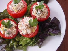 A classic Italian beach eat, tomates rellenos, or stuffed tomatoes, with tuna is a protein-packed and low-carb snack to enjoy at the beach. For the healthiest version that doesn't lose any flavor, try this light tuna salad recipe. Core the tomatoes before you leave home, and spoon in the tuna salad before you bite.  Source: Flickr user From Argentina With Love