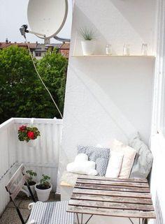 12 simple DIY ideas for the balcony - wohnungsinspiration - Balkon Outdoor Balcony, Outdoor Spaces, Outdoor Living, Diy Balkon, Summer Party Decorations, Balkon Design, Ikea Table, Apartment Balcony Decorating, Small Backyard Landscaping
