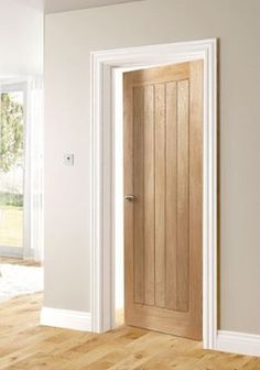 Choosing interior doors for the home can be a daunting process. Like many types of wood doors, oak interior doors have many options to choose from. Internal Doors Modern, Internal Wooden Doors, Timber Door, Modern Wooden Doors, Modern Door, White Wooden Doors, Contemporary Doors, Pine Doors, Oak Doors