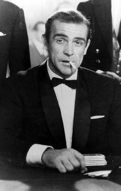 """""""James Bond contre Dr. No"""", 1962 Il est le premier à avoir prononcé en 1962, à l'âge de 32 ans, dans «James Bond contre Dr. No», «Mon nom est Bond. James Bond». Depuis, Sean Connery est resté le plus emblématique des agents 007, un personnage qu'il a incarné à sept reprises et ce jusqu'à l'âge de 53 ans et le film «Jamais plus jamais»."""