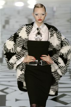 Valentino - Ready-to-Wear Fall / Winter 2004