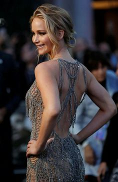 Jennifer Lawrence Is Sheer Perfection In This Silver Gown Jennifer Lawrence Style, Jenifer Lawrence, Jennifer Lawrence Mystique, Jennifer Lawrence Quotes, Worlds Beautiful Women, Beautiful People, Sophia Loren, Katniss Everdeen, Happiness Therapy