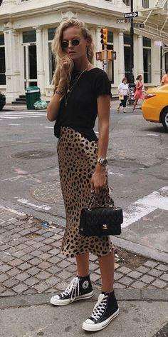 Musa do estilo: Marie von Behrens - Blusa preta, saia midi com estam. - - Musa do estilo: Marie von Behrens - Blusa preta, saia midi com estampa de oncinha, tênis all star preto de cano médio, mix de colares Shor. Fashion Mode, Look Fashion, Skirt Fashion, Autumn Fashion, Fashion Outfits, Womens Fashion, Sneakers Fashion, Fashion Ideas, Fashion Clothes