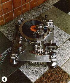 Les incroyables platines vinyle de Teragaki - ON mag Hifi Video, Audiophile Turntable, Vinyl Turntable, Fi Car Audio, Radios, High End Turntables, New Electronic Gadgets, Music Machine, Audio Sound