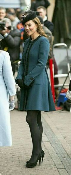 HRH The Duchess of Cambridge arrives at Baker Street Station with HM The Queen and HRH Prince Phillip Princesa Real, Princesa Kate, Prince William And Kate, William Kate, Prince Phillip, Duchess Kate, Duke And Duchess, Princesse Kate Middleton, Pantyhosed Legs