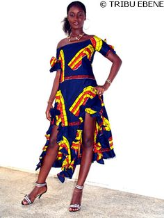 Robe africaine Vounka-Vounka en tissu wax 100% cotton. Taillée près du corps et à fronces laissant apparaitre une partie des cuisses.  En vente sur www.tribuebene.fr