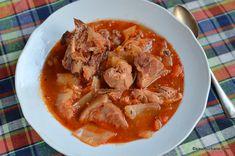 Ciorba de varza cu carne si afumatura reteta de lucskos (lucicos) | Savori Urbane Romanian Food, Pot Roast, Thai Red Curry, Carne, Cooking Recipes, Ethnic Recipes, Soups, Pork, Carne Asada