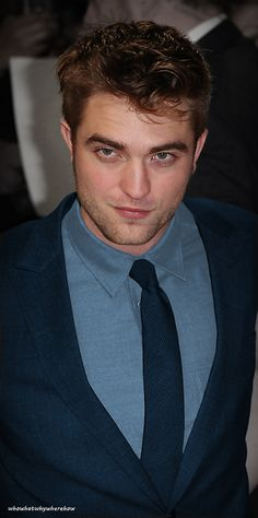 Rob wearing blue is ALMOST as yummy as Rob wearing black. Just sayin'.