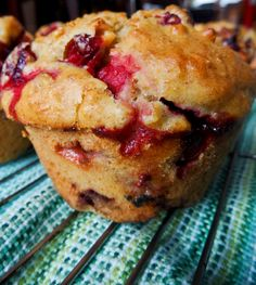 Muffins canneberges et oranges Gourmet Recipes, Cooking Recipes, Desserts With Biscuits, Cranberry Muffins, Orange Muffins, Cranberry Recipes, Holiday Recipes, Muffin Bread, Potato Cakes