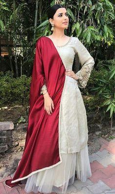 Suit lae lae mein na rajdi menu vekh vekh jatt nhio rajda. Punjabi Fashion, Indian Fashion, Pakistani Dresses, Indian Dresses, Indian Saris, Indian Designer Suits, Designer Party Wear Dresses, Indian Bridal Outfits, Bridal Dresses