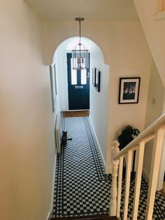 Browse our laying patterns in the Topps Tiles Stlye & Inspiration hub. Including videos, photo galleries and the amazing tile visualiser Black And White Hallway, Black And White Flooring, Black And White Tiles, Black White, Victorian Hallway Tiles, Tiled Hallway, Victorian Decor, Victorian Homes, Hallway Designs