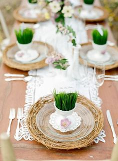 These grass table settings are simply perfect for your Easter table.