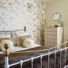 15 quartos de Casal com tecido na parede.