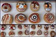 Galets décorés pointillisme aborigène et graphisme africain en MS