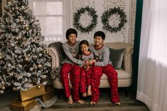 holiday mini session photo shoot christmas pajamas siblings neutral greenery garland tree lights screen sofa couch hugging reindeer Holiday Mini Session, Mini Sessions, Greenery Garland, Sofa, Couch, Tree Lighting, Christmas Pajamas, Boudoir Photographer, Siblings