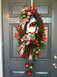 Breathtaking 40 Magical Christmas Door Decoration Ideas You Must Try gurudecor. Pine Cone Christmas Decorations, Christmas Door Wreaths, Holiday Wreaths, Holiday Crafts, Holiday Decor, Winter Wreaths, Mesh Wreaths, Magical Christmas, All Things Christmas