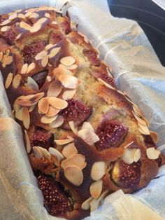 Cake with figs, almonds and honey from the Hautes Alpes - pasteles - Gateau Cake, Sweet & Easy, Cake Recipes From Scratch, Pound Cake Recipes, Savoury Cake, Homemade Cakes, Mini Cakes, Clean Eating Snacks, Chocolate Recipes